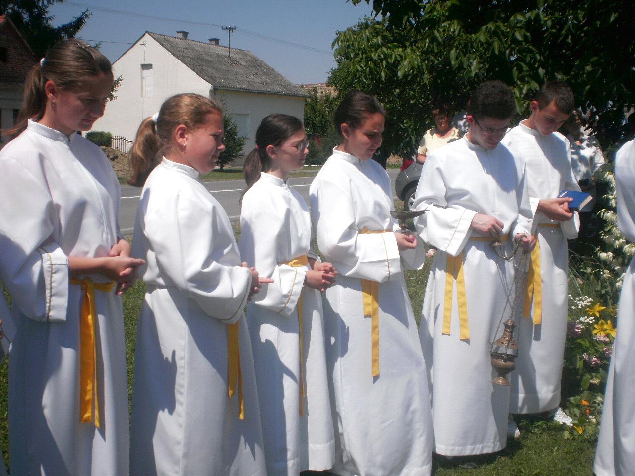 Ministranti u Markovcu Našičkom - Tijelovo 2014 (slika 3) - 19.6.2014.